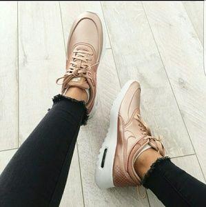 Nike Thea 8.5 Mettalic rise